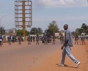 Sit-in du collectif des soldats FACA admis récemment à la retraite au croisement Marabena à Bangui. CopyrightCNC.