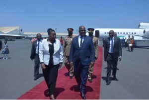 Félix Tshisekedi, accueilli à l'aéroport international Jomo Kanyata de Nairobi.