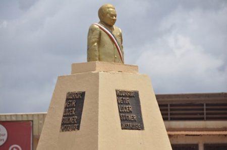 statue du premier Président de la République centrafricaine.