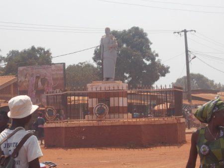 République centrafricaine : un homme retrouvé sans vie sous une table au marché Pétévo