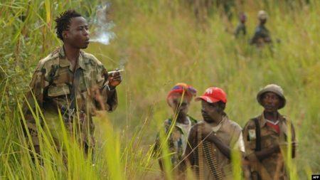 Un combattant de la Force de résistance patriotique pour la milice d'Ituri-FRPI-le 28 juillet 2006-près de Tchei-dans le sud de l'Ituri