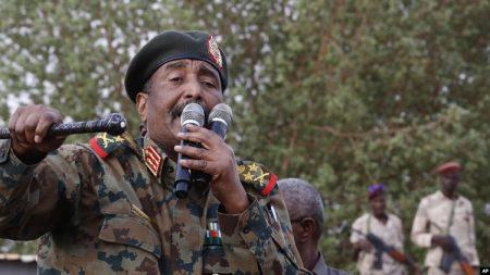 Le général Abdel-Fattah Burhan-l'homme fort de la junte au pouvoir à Khartoum