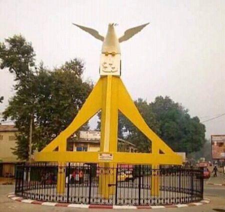 Monument de paix dans la ville de Bouar