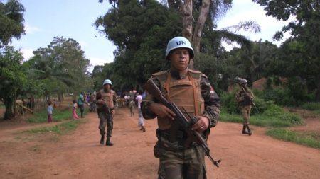 une patrouille des soldats de la Minusca à Bangassou, dans la préfecture de Mbomou, au sud-est de la République centrafricaine. Crédit photo : Corbeaunews.