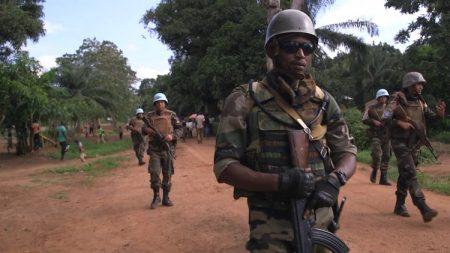 Patrouille mixte FACA-MINUSCA dans la localité de Bangassou. Crédit photo : Félix Ndoumba, CNC.
