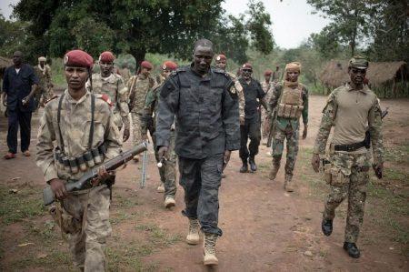 Le chef rebelle Ali Darassa et ses hommes à Bambari le 16 mars 2019.