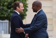 Le Président centrafricain Touadera et son homologue français en France.