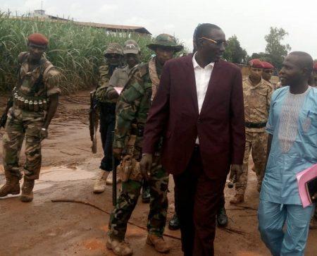 Arrivée du chef rebelle Ali Darassa, escorté par ses gardes du corps le 21 août 2019 à Ngakobo. Crédit photo : Bertin Yékoua / CNC.