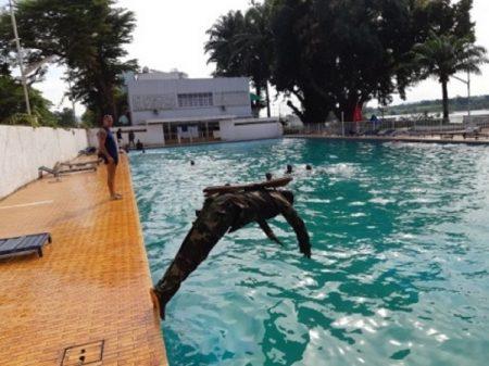 Entraînement intensif en piscine des soldats FACA du bataillon Amphibie soient des nageurs accomplis.