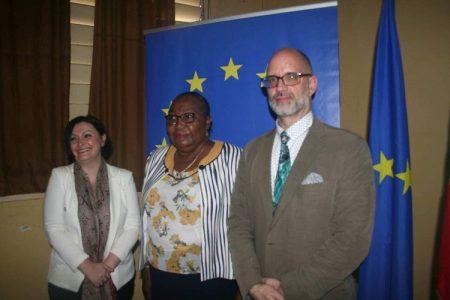 De gauche à droite, l'Ambassadrice de l'Union européenne Samula isopi, la Président de l'Autorité nationale des élections (ANE) et le Réprésentant résident d'ENABEL. Crédit photo : Jefferson Cyrille Yapendé / CopyrightCNC.