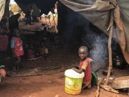 Des enfants dans un camp de déplacés à Birao. De milliers de familles ont tout perdu en fuyant les combats qui ont causé le déplacement de la quasi-totalité des habitants de la ville. CC BY-NC-ND / CICR / Noura Oualot