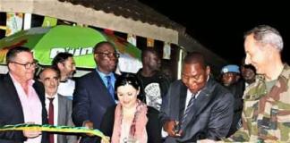 La coupure du rubicon par le président, Faustin Archange Touadera, l'ambassadrice de l'UE-RCA, Samuela Isopi, le Commandant de l'EUTM, Erick Peltier et Félix Moloua, ministre de l'économie