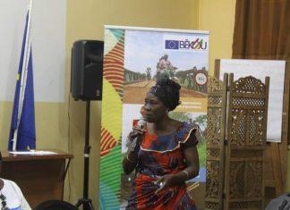 Madame Ibara n�e Gaboua Marie Virginie, Pr�sidente de l'Association Ita Mon Londo Egbou Maboko � Bimbo, temoigne sa gratitude pour le soutien du Fonds B�kou. CNC 29/11/19 credit photo: Jefferson Cyrille Yalende
