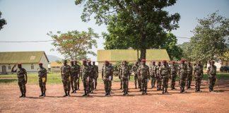 Fin de formation des officiers des forces armées centrafricaines (FACA) par les instructeurs européens de l'EUTM-RCA le 26 décembre 2019 au camp Kassaï à Bangui. centrafrique