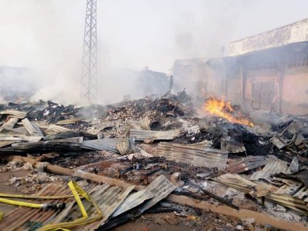 Incendie lors des combats du 25 et 26 au PK5