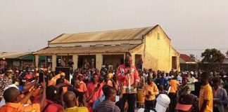 Bertin Béa s'adressant à la foule au meeting de Koudoukou le samedi 30 novembre 2019 à Bangui