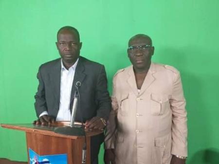 Monsieur Zama Javon Papa, à gauche, et Abakar Piko , à droite. Les deux visages du griotisme du pouvoir de Touadera à la radio nationale. Copyright : Cédric Gwa-Gomba / CNC.