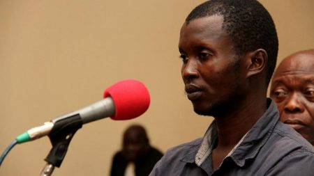 Le général des Anti-balaka Béri-Béri devant ses juges à la cour criminelle à Bangui le 15 janvier 2020.