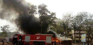 Incendie des kiosques de papeterie devant l'Université de Bangui le 19 janvier 2020. Crédit photo : Corbeaunews-Centrafrique (CNC.