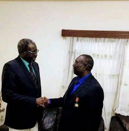 michel djotodia après son retour à bangui le 10 janvier 2020 et reçu par un ministre