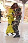 Général du Corps d'Armée, Dolewaya esquissant un pas de danse avec son épouse lors du repas organisé à l'honneur des généraux à bangui le premier février 2020. Photo : présidence de la République centrafricaine.
