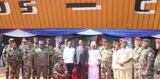 Les généraux des forces armées centrafricaines entourant Touadera lors du repas des généraux à bangui le premier février 2020 photo présidence