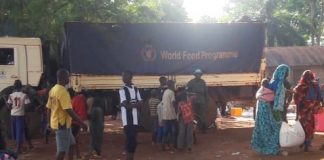 Distribution des vivres par le programme alimentaire mondial (PAM) aux habitants de Bria, dans la Haute-Kotto. Photo CNC / Moïse Banafio