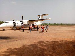 Arrivée à Ndélé d'un avion humanitaire.