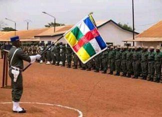 Des élèves gendarmes sous le drapeau national à Kolongo le 7 mars 2020. CNC