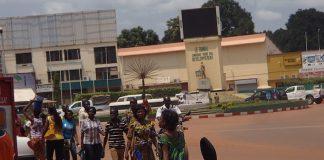 Les piétons dans une rue du Centre-ville de Bangui, capitale de la République centrafricaine, le 15 février 2020. Photo CNC / Mickael Kossi.