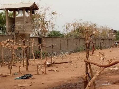 Le site vidé des déplacés de l'aéroport de Ndélé, situé proche de la base locale de la Minusca le 30 mars 2020 par cnc