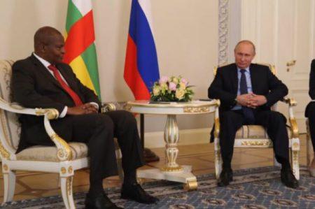 Le Président centrafricain Faustin Archange Touadera et son homologue russe Poutine, lors d'une audience à Moscou. Photo de la Présidence de la République centrafricaine.