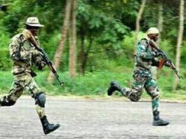 deux soldats FCA à Bérongo lors de leur parade de fin de formation
