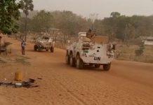 Des blindés des forces de la Minusca lors des affrontements des groupes armés rivaux à Ndélé, chef-lieu de la préfecture de Bamingui-Bangoran, au nord de la République centrafricaine. Photo CNC / Moïse Banafio