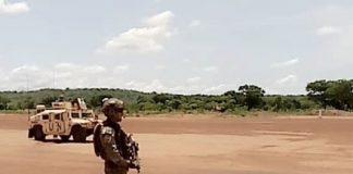UN SOLDAT POrtugais en patrouille dans une rue de Ndélé, le 12 mai 2020. Photo CNC / Moïse Banafio