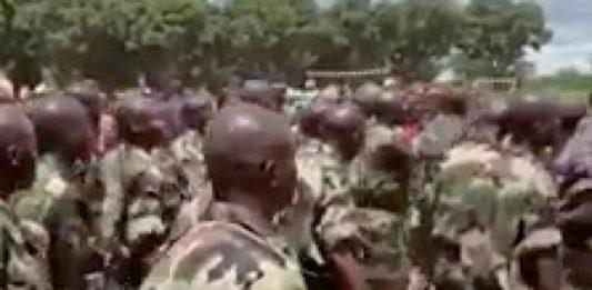 Les nouveaux soldats Faca à Bouar formés par les instructeurs de l'EUTM-RCA par CNC