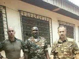Au milieu des merceniares russes, le chef rebelle Ali Darassa.