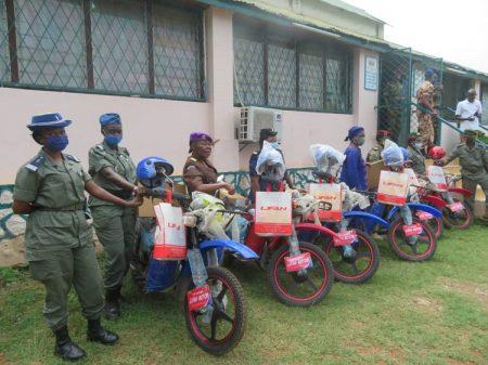 Les 6 points focaux sectoriels genre du RSS avec leurs motos, au bureau de la coordination RSS à Bangui. Copyright CNC photo Jefferson Cyrille YAPENDE.