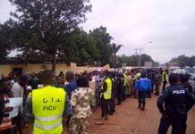Les manifestants devant l'Assemblée nationale le 07 juillet 2020. Photo CNC / Anselme Mbata