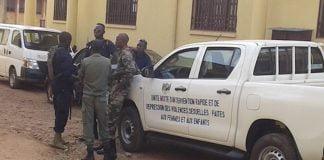 Combat du pk5 les policiers dans un pick-up pour intervenir