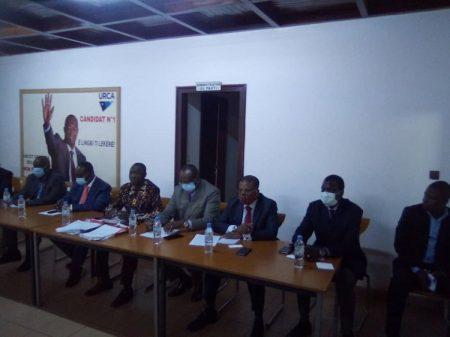 Les quelques membres de la synergie des forces vives de la nation au siège du parti URCA du lundi 3 août 2020 copyright CNC @ Jefferson Cyrille Yapende.