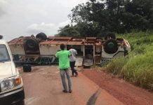 Le car de la compagnie Avenir de Nana-Mambéré accidenté à Bossembélé le 02 août 2020 sur la route nationale n°1.