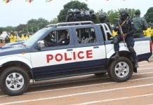 passage du véhicule de la police lors du défilé du 13 août 2020 sur l'avanue des martyrs. Photo CNC
