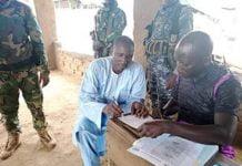 ali darassa lors de son inscription sur la liste électorale