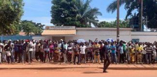 les réfugiés en grève devant le HCR sur l'avenue Boganda le 8 septembre 2020 pour denoncer leur condition de vie après leur retour de brazzaville et de la rdc ù