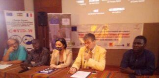 De gauche à droite, le Chargé de Mission au ministre du tourisme, le Directeur de l'Alliance française de Bangui, l'ambassadrice de l'UE en RCA et le directeur artistique du festival.