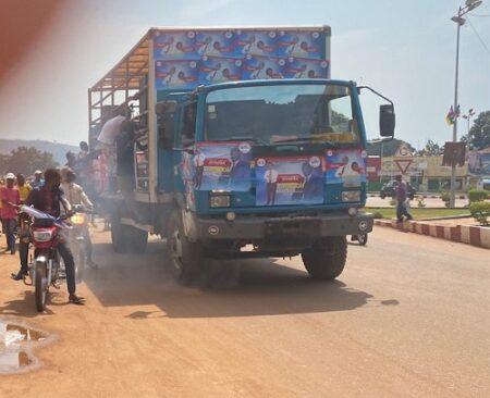 carnavale du candidat aux législative marie henri dondra au centre-ville de bangui le 14 décembre 2020 par anselme mbata
