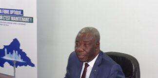 Le ministre des postes et télécommunications, Monsieur Gourna-Zacko Justin, lors de son point de presse dans la salle de conférence de son ministère le 03 décembre 2020. Photo CNC / D. Y. Ibrahime