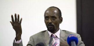 Abakar Sabone (ici le 22 décembre 2013), ancien chef du MLCJ, ancien ministre de Bozizé, ancien conseiller de Djotodia, ancien membre du FRPC, puis porte-parole de la CPC, est sous le coup d'un mandat d'arrêt, depuis le 25 janvier 2021.