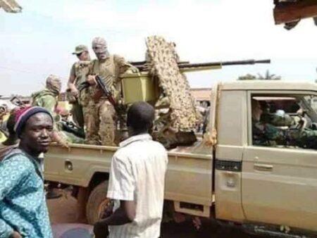 les soldats faca en patrouille dans bangui 2